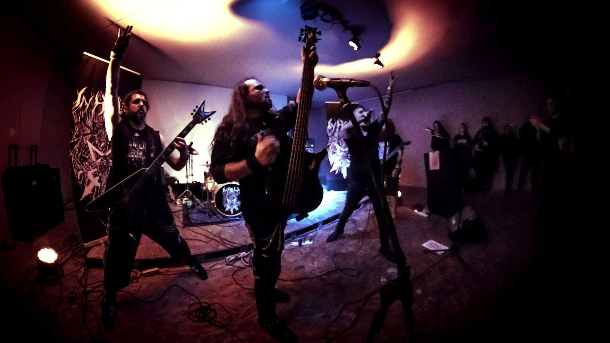 http://www.inhellband.com/PHOTOS-GROUPE-INHELL/SHOOTINGPHOTOPTO-INHELL-BOBZOMBIEPICS/GROUPE%20COMPLET2.jpg